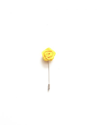 Pin floare rever sacou; 45 lei